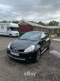 Black Renault Clio sport 197